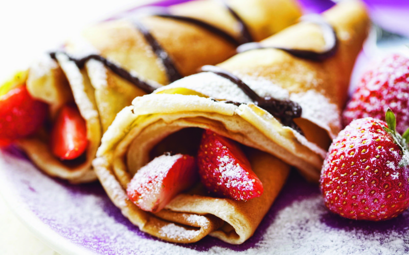 Food_Differring_meal_Pancakes_with_strawberries_033930_