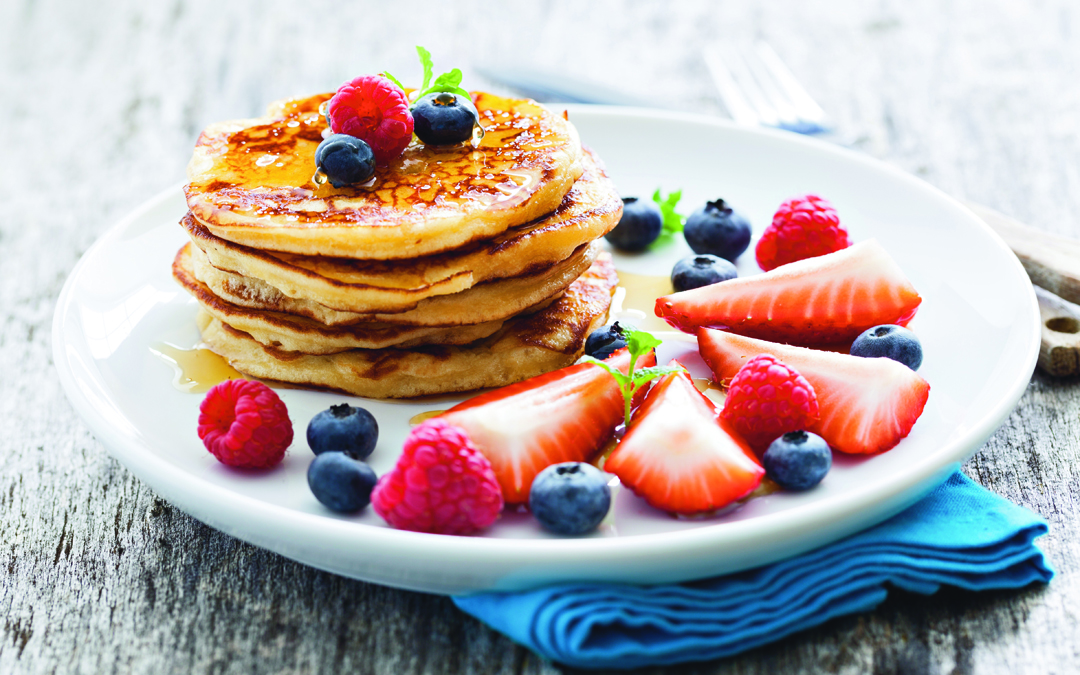 Food_Pancakes_with_honey_and_berries_088980_sito